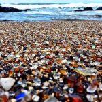 Kaliforniya'nın cam taşlardan oluşmuş büyüleyici sahili