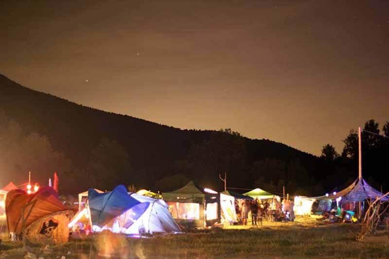 Doğadaki gökkuşağı: Neon Festivali