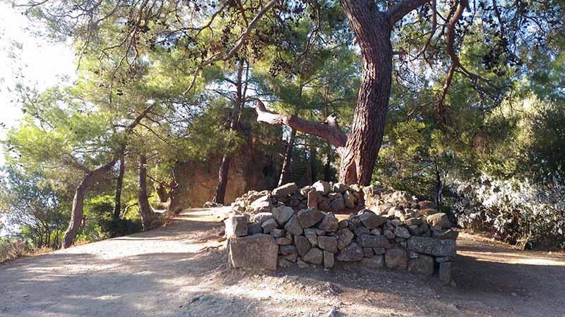 Adatepe Köyü ve Zeus Altarı