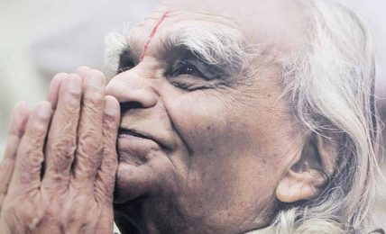 """B.K.S. Iyengar'ın mesajı: """"Yoga herkes içindir"""""""