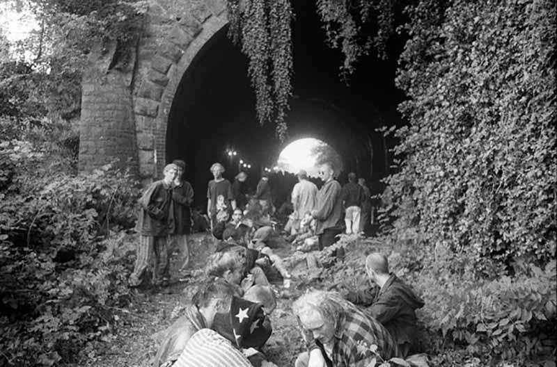 İngiltere'nin rave hareketinin görkemli günlerinden tarihi fotoğraflar
