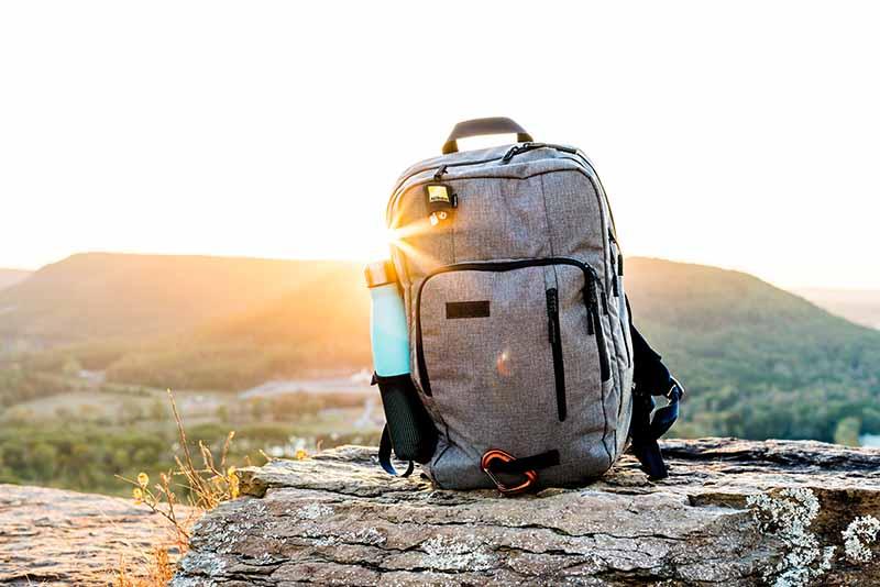 Tek bir çanta ile dünyayı nasıl seyahat edebilirsiniz?