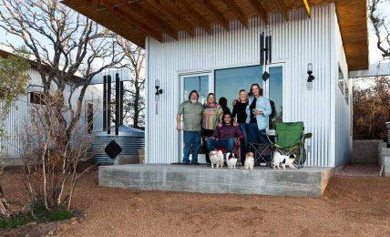 Llano Exit Strategy: Yakın arkadaşlar birlikte yaşlanacakları yer inşa ettiler
