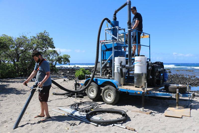 Hawaii kumsalları dev elektrik süpürgesiyle temizleniyor