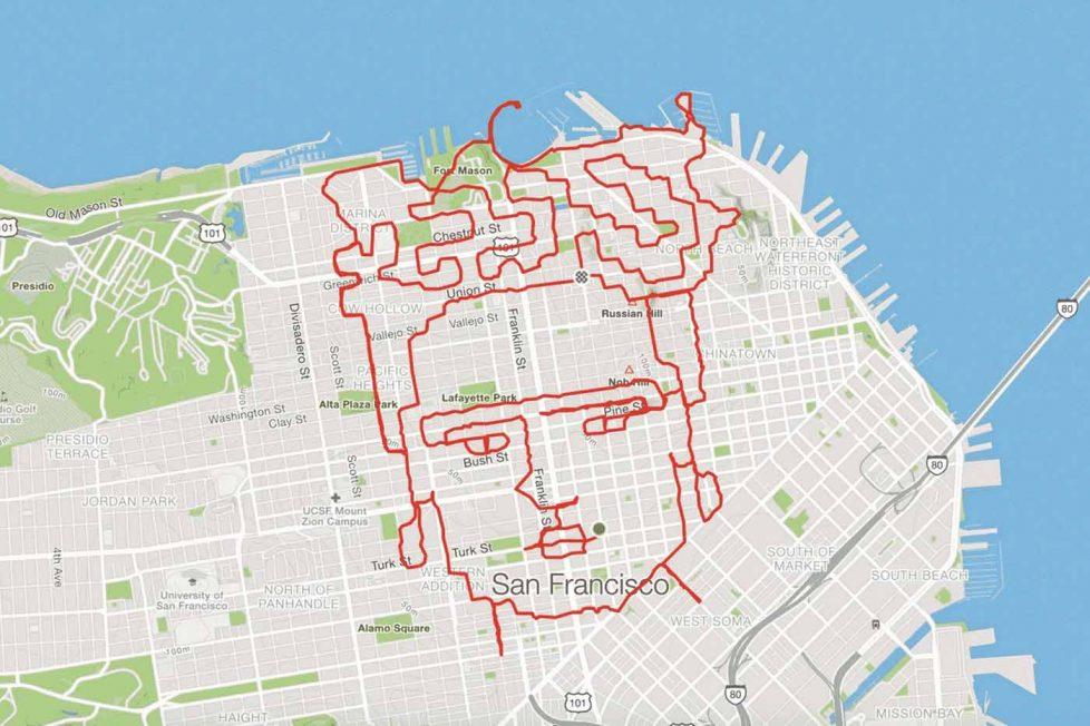 Haritada sanatsal rotalar çıkaran koşucu
