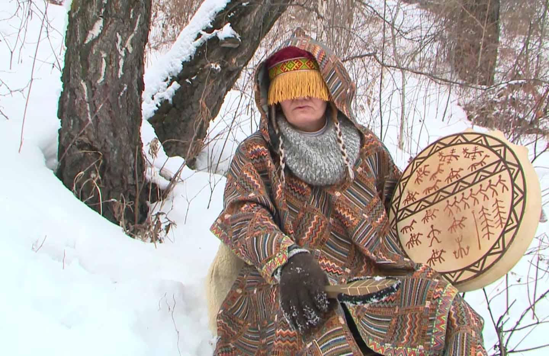 Sibiryalı Şaman kadın Alya.