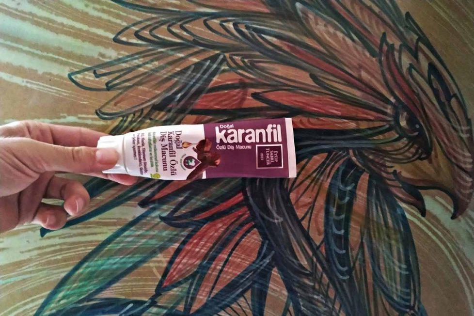 Eyüp Sabri Tuncer Karanfil Özlü Diş Macunu İncelemesi