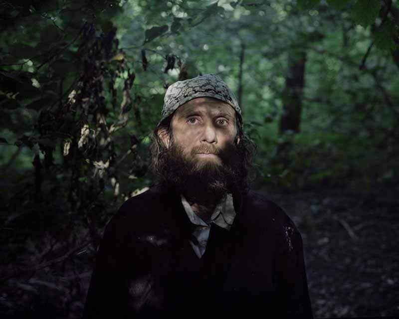 Ormanda yalnız yaşayan insanların ilgi uyandıran fotoğrafları