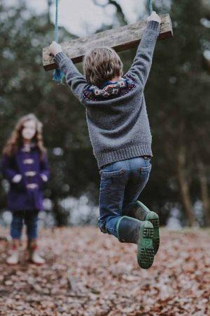 Çocukların açık havada oynaması, ağaçlara tırmanması ve toprağa dokunması onları güçlendiriyor!