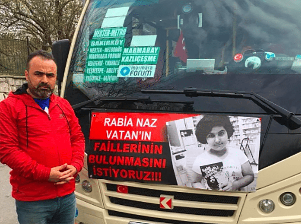 Astığı afişlerle toplumda farkındalık yaratmaya çalışan minibüs şoförü