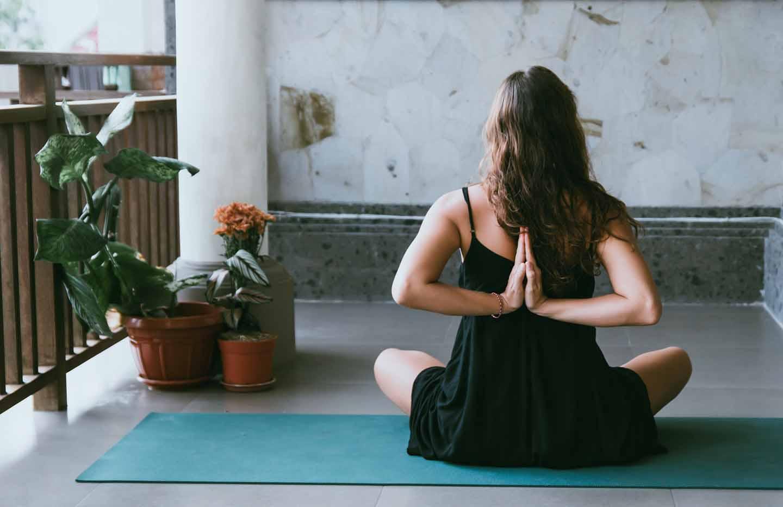 Harvard Üniversitesi Covid-19'dan korunabilmek için her sabah yoga yapmayı öneriyor