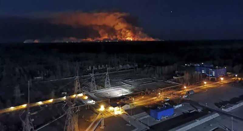 Çernobil tekrardan alarm verdi: Yangın, nükleer santrale kadar ulaştı